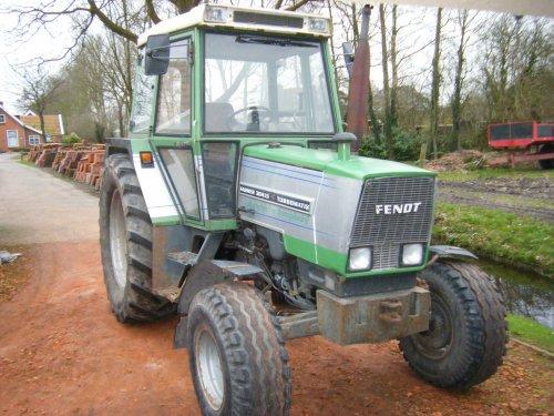 Foto van een Fendt 304 LS, bezig met poseren.  Onze nieuwe aanwinst.. Geplaatst door Wiebe op 27-03-2012 om 19:13:19, op TractorFan.nl - de nummer 1 tractor foto website.