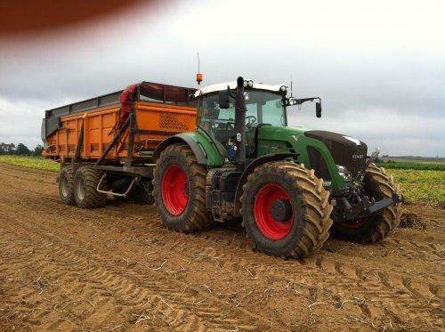 mijn combi afgelopen aardappel seizoen 936 met dezeure hooglosser. Geplaatst door timme936 op 23-11-2012 om 10:11:25, op TractorFan.nl - de nummer 1 tractor foto website.