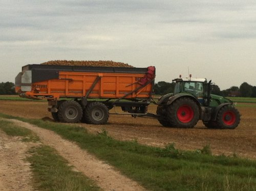 mijn combi afgelopen aardappel seizoen 936 met dezeure hooglosser. Geplaatst door timme936 op 23-11-2012 om 10:12:42, op TractorFan.nl - de nummer 1 tractor foto website.