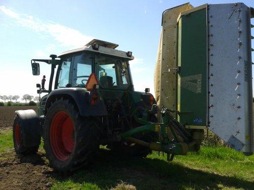 Foto van een Fendt 312 Vario, bezig met gras maaien. week of 2/3 terug. Geplaatst door bieske98 op 21-05-2013 om 21:53:59, op TractorFan.nl - de nummer 1 tractor foto website.