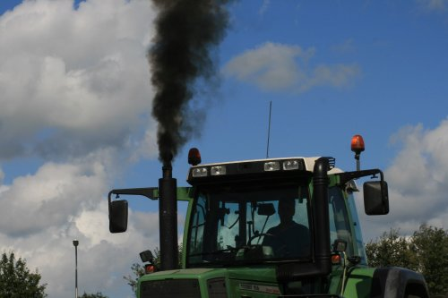 Fendt 916 van Pannekoek :D Meer foto's op http://www.jtnfotografie.nl. Geplaatst door jurgenkrijt op 09-09-2013 om 18:36:14, met 4 reacties.