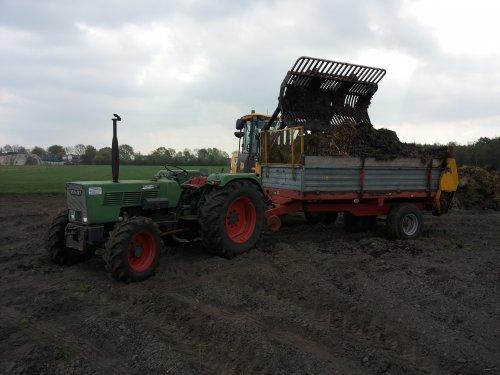 Fendt Farmer 102 SA met Peecon mestverspreider stalmest aan het uitrijden.. Geplaatst door Fendt_favorit op 15-04-2014 om 07:30:24, met 3 reacties.