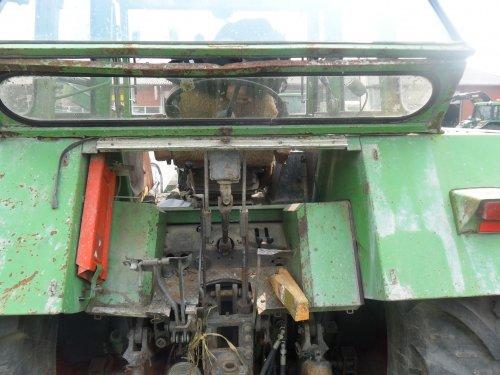 Foto van een Fendt 614, bezig met poseren. achterkant met uitbouw van de 614 ls rufa waar wij en kijken zijn geweest in duitsland om misschien te ruilen tegen de 309