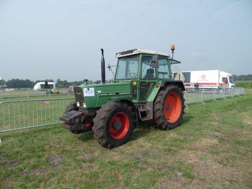 Foto van een Fendt 308 LSA, bezig met poseren.. Geplaatst door robbert7130 op 07-09-2014 om 12:10:14, op TractorFan.nl - de nummer 1 tractor foto website.