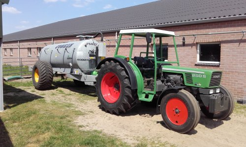 Fendt 250 S Wallpaper