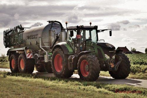 Foto van een Fendt 924, bezig met poseren.Loonwerken Hardeman-Gouwy.. Geplaatst door Jan Ramon op 28-07-2015 om 12:10:22, op TractorFan.nl - de nummer 1 tractor foto website.