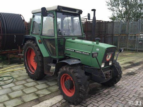 Fendt 304 LSA.  Actuele foto, al reeds 15 jaar niet meer in ons bezit. Blijft een mooie tractor!. Geplaatst door JJ op 26-10-2015 om 14:31:17, op TractorFan.nl - de nummer 1 tractor foto website.