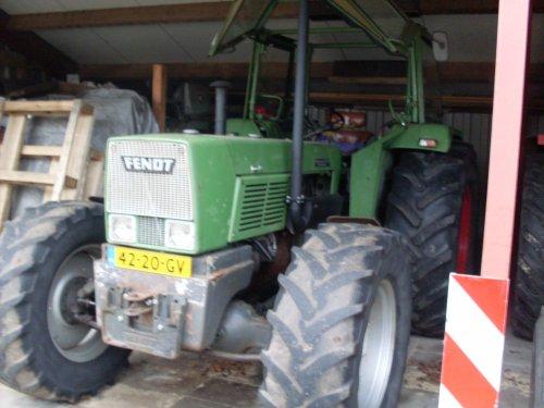 Foto van een Fendt Favorit 612s.. Geplaatst door Fendt Farmer 2E op 14-12-2015 om 15:38:08, op TractorFan.nl - de nummer 1 tractor foto website.