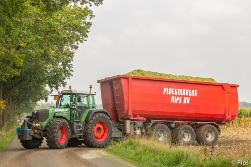 Het staat er int groot op wie de eigenaar is van dit machtige span... Ik ben fan!. Geplaatst door pips op 08-01-2016 om 10:31:05, op TractorFan.nl - de nummer 1 tractor foto website.