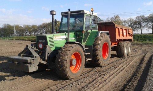 Foto van een Fendt 614, bezig met dumperen.. Geplaatst door Turbochrom op 31-01-2016 om 18:55:52, op TractorFan.nl - de nummer 1 tractor foto website.