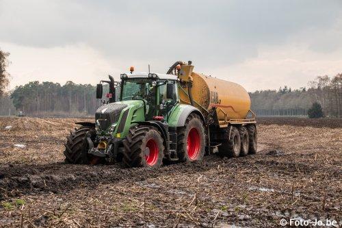 De nieuwe Fendt 828 van landbouwer Cools.. Geplaatst door JDL001 op 05-04-2016 om 19:35:10, op TractorFan.nl - de nummer 1 tractor foto website.