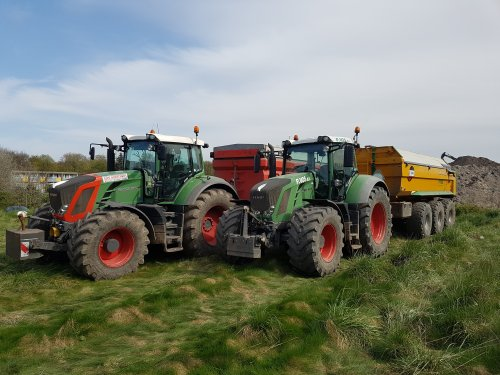 Foto van een Fendt Meerdere 828 en 824 in Amsterdam. Geplaatst door joellll op 08-05-2016 om 17:16:31, op TractorFan.nl - de nummer 1 tractor foto website.