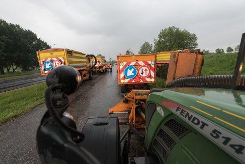 Zuurmond Groen B.v (Beesd) × op de foto met een Fendt 514 Vario.. Geplaatst door deerefan op 21-05-2016 om 14:52:20, op TractorFan.nl - de nummer 1 tractor foto website.