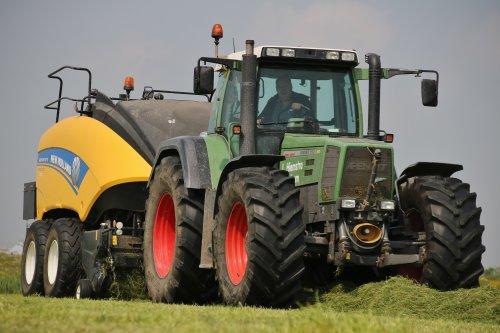 Hiemstra Deinum aan het persen en wikkelen.  Nu meer op: landbouwpowers.nl. Geplaatst door ronaldclaas op 28-06-2016 om 20:33:03, op TractorFan.nl - de nummer 1 tractor foto website.