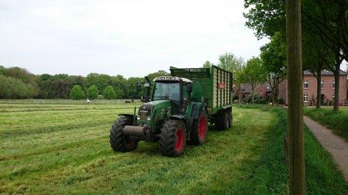 Foto van een Fendt 712. Geplaatst door MartijnM71 op 09-09-2016 om 15:27:42, op TractorFan.nl - de nummer 1 tractor foto website.