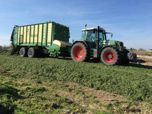 Foto van een Fendt 820. Geplaatst door egesink op 11-09-2016 om 21:02:10, op TractorFan.nl - de nummer 1 tractor foto website.