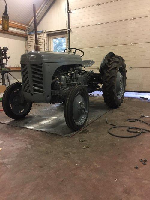 Foto van een Ferguson TEF bijna klaar. Geplaatst door FolkertMF op 09-08-2018 om 18:25:55, op TractorFan.nl - de nummer 1 tractor foto website.