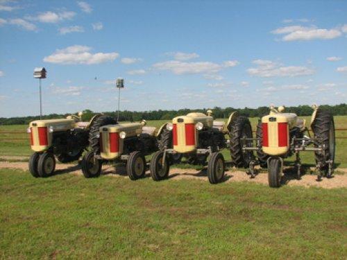 De ferguson F40 in al zijn uitvoeringen   , foto komt van tractorshed.com. Geplaatst door David Bakker op 19-04-2020 om 16:41:17, op TractorFan.nl - de nummer 1 tractor foto website.