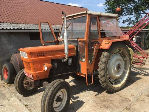 Foto van een Fiat 640, zeer originele tractor met BRIL cabine en een Hardi spuit.. Geplaatst door seppe sools op 27-05-2018 om 11:48:28, op TractorFan.nl - de nummer 1 tractor foto website.