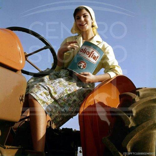 Foto van internet.ik vermoed een oude reclamefoto,vind dit persoonlijk heel mooi zeker met dat olieblik.