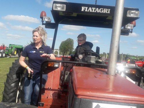 Foto van een Fiat Lady Danoontje Juniorr op tv afgelopen zondag bij Truck en Tractorpulling .. Geplaatst door DANOONTJE POWERR op 06-09-2019 om 10:56:49, met 17 reacties.