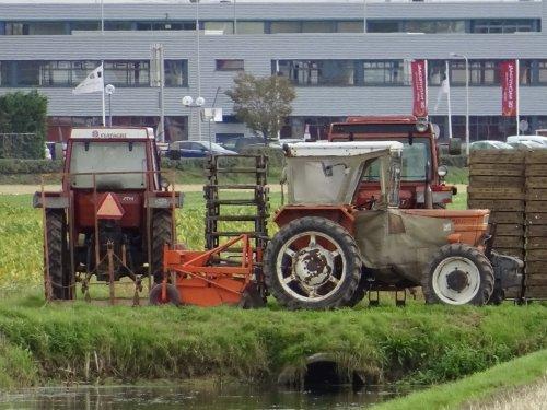 Foto van een Fiat Meerdere bezig met -poseren. Geplaatst door warmerbros op 08-12-2019 om 22:32:26, op TractorFan.nl - de nummer 1 tractor foto website.