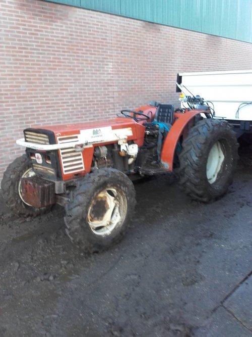 Foto van een Fiat 70-66, druk bezig met Poseren.. Geplaatst door fiatjuh op 18-01-2016 om 12:57:46, op TractorFan.nl - de nummer 1 tractor foto website.