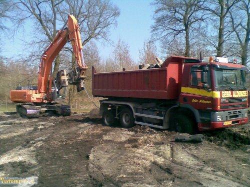 GINAF M3336 (vrachtwagen) van vastgereden