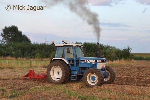 Ford 8210 met Billens cultivator.  Filmpje? -> https://www.tractorfan.nl/movie/46410/. Geplaatst door Mick Jaguar op 26-11-2016 om 17:35:06, met 4 reacties.