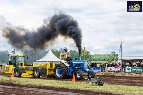 Foto van een Ford 8000 5.5 ton hobbysport. Geplaatst door stefan_4000 op 11-01-2017 om 19:52:30, op TractorFan.nl - de nummer 1 tractor foto website.