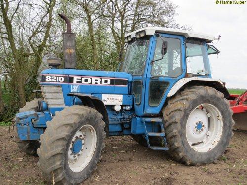 Foto van een Ford 8210  , working day 8-4-2017 bij R de Bruijn in Lopik. Geplaatst door oldtimergek op 08-04-2017 om 22:03:03, op TractorFan.nl - de nummer 1 tractor foto website.