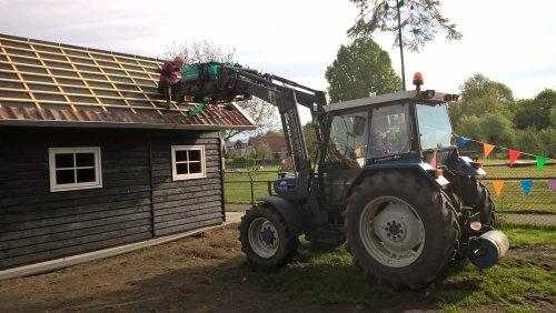 Foto van een Ford 4830 's morgens pannen leggen. Geplaatst door Martijn S op 13-05-2017 om 20:18:04, op TractorFan.nl - de nummer 1 tractor foto website.