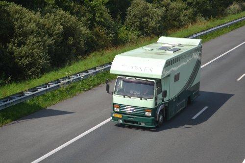 Foto van een Ford Cargo, opgebouwd voor dierenvervoer.. Geplaatst door truckspotterhgk op 19-07-2017 om 14:52:00, op TractorFan.nl - de nummer 1 tractor foto website.