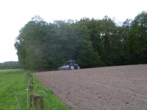 Foto van een Ford 7610 mais zaaien [@jeet]. Geplaatst door ford4610 op 23-08-2017 om 16:15:26, op TractorFan.nl - de nummer 1 tractor foto website.