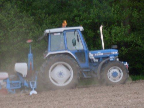 Foto van een Ford 7610 mais zaaien [@jeet]. Geplaatst door ford4610 op 23-08-2017 om 16:15:29, op TractorFan.nl - de nummer 1 tractor foto website.
