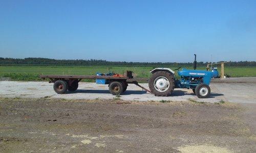 Foto van een Ford 2000. Geplaatst door dobbe op 16-07-2018 om 17:52:00, op TractorFan.nl - de nummer 1 tractor foto website.