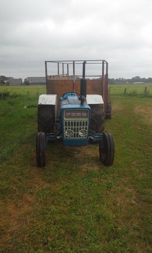 Foto van een Ford 2000. Geplaatst door dobbe op 16-07-2018 om 17:52:01, op TractorFan.nl - de nummer 1 tractor foto website.