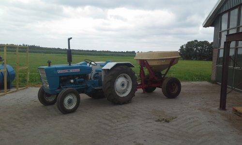 Foto van een Ford 2000. Geplaatst door dobbe op 16-07-2018 om 17:52:07, op TractorFan.nl - de nummer 1 tractor foto website.
