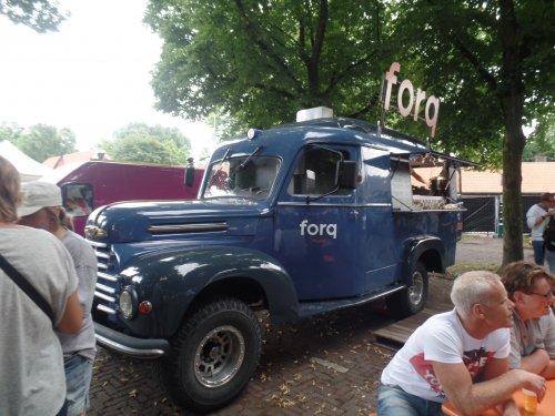 Foto van een Ford overig/onbekend, opgebouwd als verkoop- / reclamewagen.. Geplaatst door dickt op 31-07-2016 om 11:00:51, met 2 reacties.