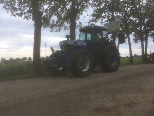 Foto van een Ford 8630. Deze dikke ford kwam gister voorbij tijdens een tourtocht.. Geplaatst door gudo op 10-09-2018 om 06:32:42, op TractorFan.nl - de nummer 1 tractor foto website.