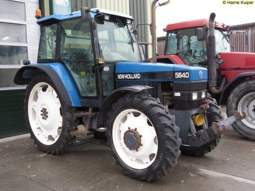 Foto van een New Holland 5640. Geplaatst door oldtimergek op 12-12-2018 om 00:14:03, op TractorFan.nl - de nummer 1 tractor foto website.