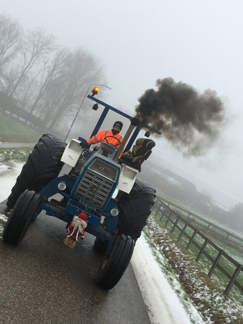 Foto van een Ford 9600. KLW kerstrit 2018. Geplaatst door Nick421 op 17-12-2018 om 17:38:51, met 11 reacties.