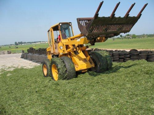 Foto van een Ford shovel, doet een poging tot gras inkuilen.. Geplaatst door staaf op 14-05-2008 om 18:34:28, met 10 reacties.