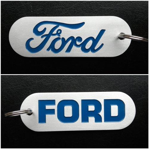 Foto van een zelfgemaakte Ford logo sleutelhanger voor de tractorsleutel. Materiaal is aluminium en is 0,5mm verdiept gefreesd, gespoten met Ford blauw en daarna geschuurd.