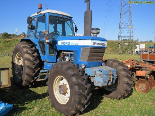 Foto van een Ford TW 20. Geplaatst door oldtimergek op 01-10-2019 om 23:01:24, op TractorFan.nl - de nummer 1 tractor foto website.