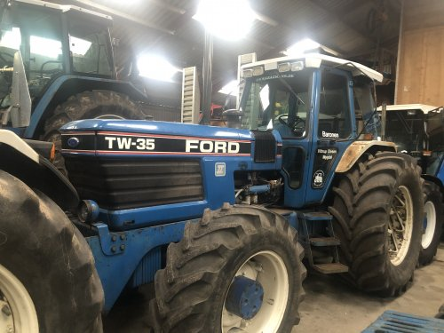 Foto van een Ford TW 35. Geplaatst door jellehoekstra op 22-10-2019 om 21:27:58, op TractorFan.nl - de nummer 1 tractor foto website.