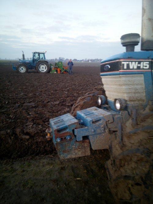 Foto van een Ford TW 15 en Ford 7810. Geplaatst door hendrik8100 op 05-01-2020 om 15:49:41, met 14 reacties.
