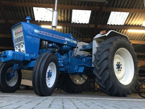 Foto van een Ford 4000, trekker weer bijgewerkt!. Geplaatst door farmer103 op 13-01-2020 om 18:47:28, met 7 reacties.