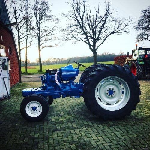 Foto van een Ford 4000. Geplaatst door agripower38 op 13-01-2020 om 19:21:01, op TractorFan.nl - de nummer 1 tractor foto website.