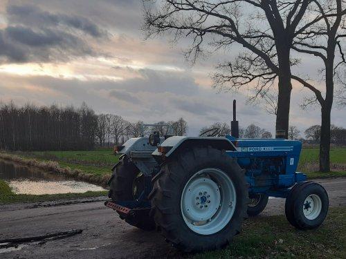 Foto van een Ford 5600. Wat is het toch leuk om rond te rijden op de 5600😁. Geplaatst door new holland koen op 28-01-2020 om 17:26:46, met 13 reacties.
